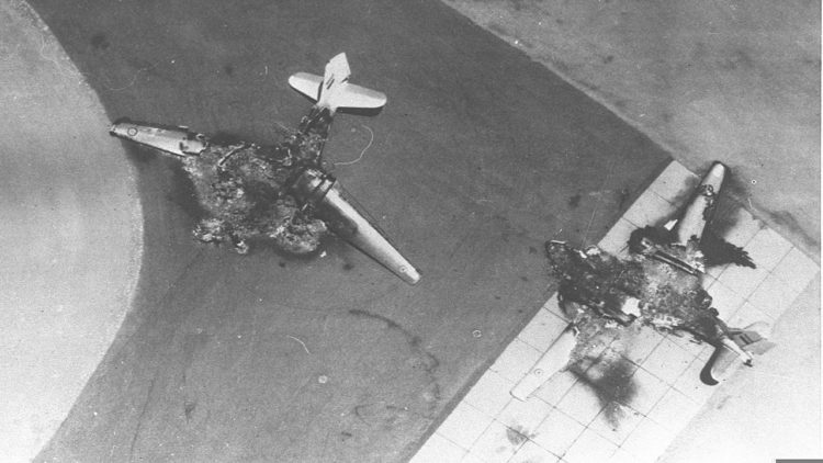كيف انتصر سلاح الجو الإسرائيلي في حرب 1967 في 6 ساعات؟   Six_Day_War._Egyptian_air_force_base_attacked._Egyptian_planes_destroyed_on_the_ground._June_1967._D326-011-750x422